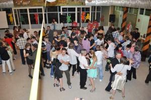 Ústrednou časťou školskej budovy je aula, ktorá je miestom nielen aktivít cez prestávky, ale aj rôznych seminárov, besiedok žiakov, ako i zábav žiakov záverečného ročníka, akou bola i tá v júni, keď prvý tanec žiaci tancovali s rodičmi