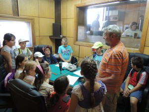 V štúdiu petrovského rozhlasu naživo s novinárom Miroslavom Babiakom