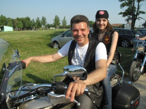 Členom Motoklubu De ´Wheels (Debeljačské kolesá) je aj slávny stolný tenista Ilie Lupulescu, Uzdinčan žijúci v Debeljači