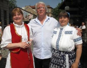 Aljoša Vučković v spoločnosti Zuzany Jarmockej (sprava) a Kláry Babkovej