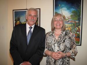 Maliar Ján Glózik a riaditeľka knižnice Soňa Bokunová Ðinićová