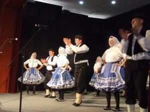 Hložianska staršia tanečná skupina vždy tancuje na veselú nôtu
