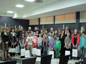 Predstavitelia organizátora súťaže s odmenenými účastníkmi