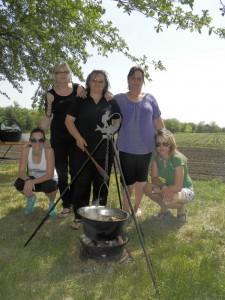 Víťazný kuchársky tím vo varení kotlíkového guláša v Lovci