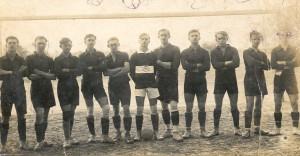 Kvalitné mužstvo SŠK 3. júna 1928 po víťazstve nad Vojvodinou Nový Sad 3 : 2 – (zľava) Vučurević, Litavský I., Bohuš, Červenský, Francisty, Mikuš, Langhofer, Bulík, Hlaváč, Litavský II. a Oros.