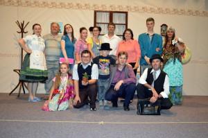 A na pamiatku spoločná fotografia všetkých protagonistov nového divadelného predstavenia