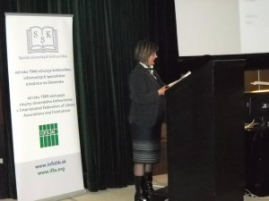 Nataša Filipová ako prednášateľka na medzinárodnom sympóziu INFOS 2013 na Slovensku