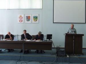 O výsledkoch referenda o samozdanení v Petrovci informoval predseda Rady MS B. Petrovec Ján Brna