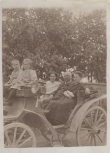 Ľudmila Hurbanová (v strede) v Púchove
