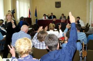 Z hlasovania na zasadnutí Zhromaždenia obce Kovačica