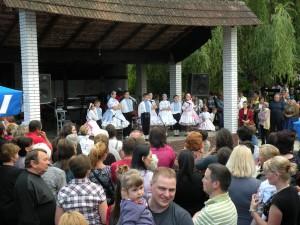 O dobrú náladu vo Vrbare sa postarali hudobníci a folkloristi