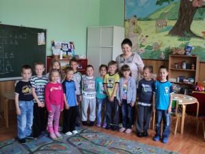 Skupina predškolských detí s vychovávateľkou Tatianou Mackovou