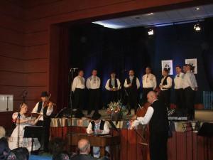 Vojlovický orchester najlepší; v úzadí kvalitná mužská spevácka skupina SKUS Detvan
