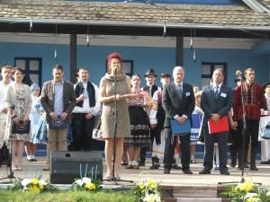 V rámci otváracieho ceremoniálu hovorila aj Anna Tomanová-Makanová (pri mikrofóne)