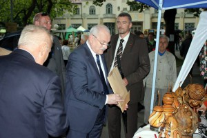 Prezident Slovenska Ivan Gašparovič pri stánkoch Kúpeľného ostrova v Piešťanoch