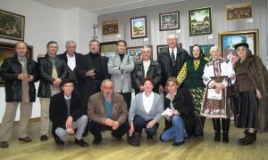 Insitné umenie – výstavná skriňa Kovačice. Väčšia časť maliarov Galérie insitného umenia v priestoroch Turistickej organizácie Srbska