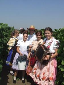 Na aradáčskej oberačke návštevníkov okrem hrozna, vína a hudby očakávajú aj usmiate tváre mladých Aradáčanov