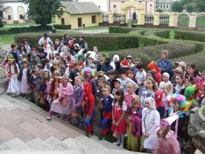 Maskovaní žiaci nižších ročníkov kulpínskej školy v originálnych a pestrých kostýmoch boli zaujímaví