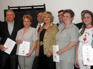 Predseda Báčskopetrovskej obce Pavel Marčok (prvý zľava) prijal Uznanie za najhumánnejšie prostredie