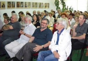 Hostia a účastníci
