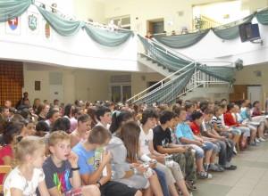 Vystúpenia Kovačičanov sledoval veľký počet detí a pedagógov zo slovenských základných škôl v Sarvaši a Békešskej Čabe