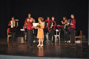 Hoci iba s vlastným ozvučením, akordeónový orchester Musica Harmonica oduševnil petrovské obecenstvo