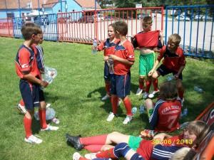 V teplom dni mladučkým futbalistom prišlo vhod kratučké osvieženie