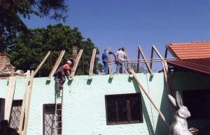 Vynovili strechu Poľovníckeho domu