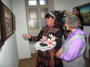 Kustódka a maliari sa venovali početným návštevníkom
