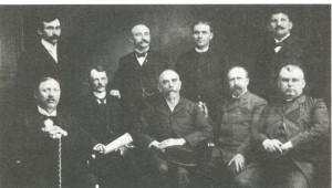 Daniel Lauček Záboj (sedí v strede) s kolegami v USA (fotografia z knihy R. Koštiala Slovenskí evanjelici v zahraničí)