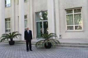 Pred Veľvyslanectvom SR v Číne