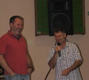 Hložiansky richtár a pokrajinský poslanec Ján Bohuš (zľava) a obecný námestník pre šport a kultúru Siniša Stanivuk