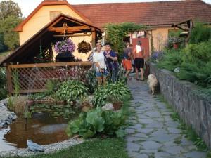Krása a pohoda na dvore v Hontianskych Nemcoch