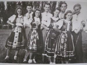 Padinská tanečná skupina na SNS v B. Petrovci 1950 roku