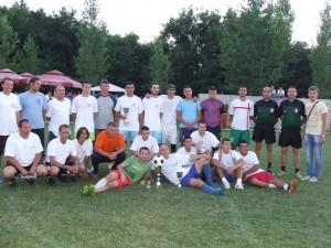 Po udelení odmien spoločná fotka víťazov a organizátorov turnaja