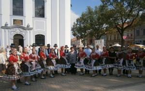 Mladí folkloristi z Petrovca – hrdo a temperamentne
