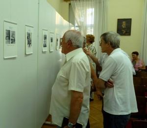 Výstava Spomienky na seniora Vladimíra Vereša vyvolala veľký záujem prítomných