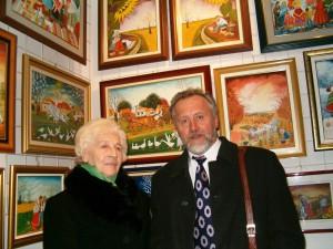 Na ďalšie Slávnosti sa dbá už po ukončení predchádzajúcich. Ich neodmysliteľnou súčasťou sú výstavy olejomalieb. Na snímke Dr. Ján Babiak, vtedy predseda MSJ, v ateliéri Alžbety Čížikovej, insitnej maliarky z Kovačice.