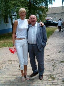 Po získaní striebornej medaily na Univerziáde 2003 sa Marína Puškárová, basketbalová reprezentantka Srbska a Čiernej Hory, stala aj držiteľkou Plakety Dr. Jána Bulíka za najúspešnejšieho športovca medzi tunajšími Slovákmi. Na fotografii je M. Puškárová s dobrodincom Ľudovítom Mišíkom z Ružomberka.