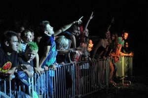 Festivaloví návštevníci sa počas vystúpenia bandu Lude krawe zabávali na výbornú