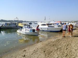 Na riečnom ekologickom karnevale sa zúčastnili aj menšie loďky a iné športové plavidlá