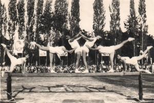 Skupinová cvičba na kladine na SNS 1953 (foto: archív A. P.)