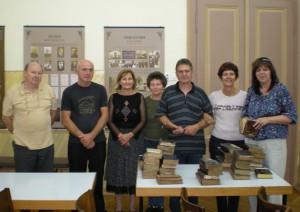 Mgr. Eva Augustinová (prvá sprava) s kolegami zo SNK Martin a organizátormi výstavy Cithara sanctorum v Starej Pazove roku 2010