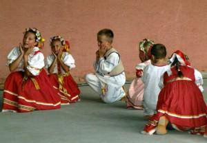 Súbor Červené jabĺčko počas vystúpenia v Starej Pazove