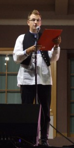 Moderátor celovečerného programu Slovákov z Banátu bol Ján Chrťan
