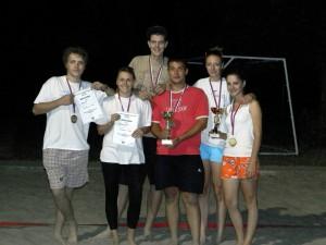 Konvalinky a Boa*ti, víťazné tímy turnaja vo volejbale na piesku