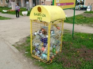 Základy separovania odpadov sa dostávajú aj do sriemskych dedín: záber z Ašane