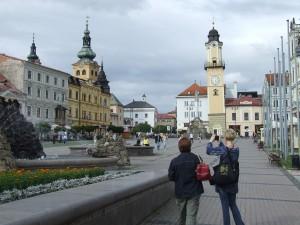 Krásna Banská Bystrica a jej stred mesta s pôsobivými budovami a fontánou učarili ženám