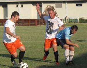 Stanislav Dudáš (prvý zľava) a Nestorovski v akcii slávistov (biele tričká)