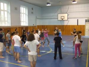 Rozvičovanie je dôležitou časťou každého tanečného seminára